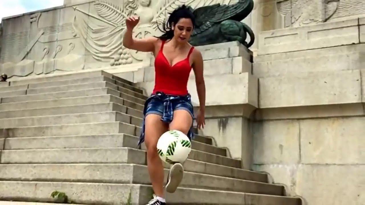 Mujeres Hermosas Jugando Futbol Youtube