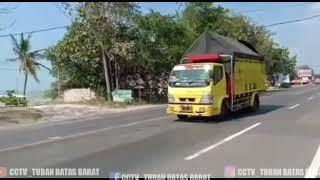 Truk Truk mbois terekam Cctv Tuban Batas barat
