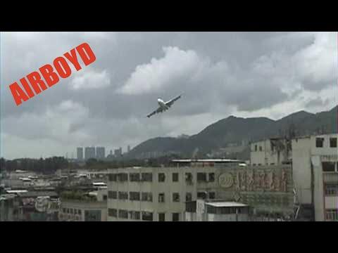 Cathay Pacific 747 Landing Hong Kong Kai Tak Airport