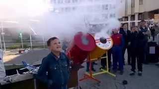 Работа воздушной пушки Дома занимательной науки и техники