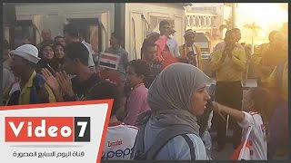 توافد العشرات على المطار لاستقبال بعثة منتخب مصر لألعاب القوى