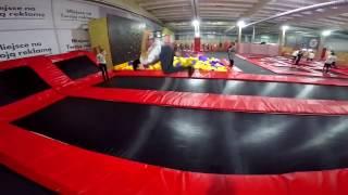 Wyskokowy wypad do JJ parku trampolin w Ostrowie