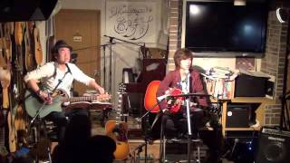 16年3月13日(日)広島市南区、フォーク喫茶「置時計」にて♪ 白いギターと...