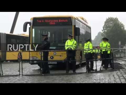 Germany: President Gauck heckled by Dresden's far-right on German Unity Day