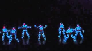 Очень прикольно танцуют(Танцуют в светящиеся костюмах., 2013-03-20T14:41:07.000Z)