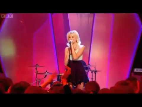 Pixie Lott - Kiss the Stars (Live @ Friday Download 27/01/2012)