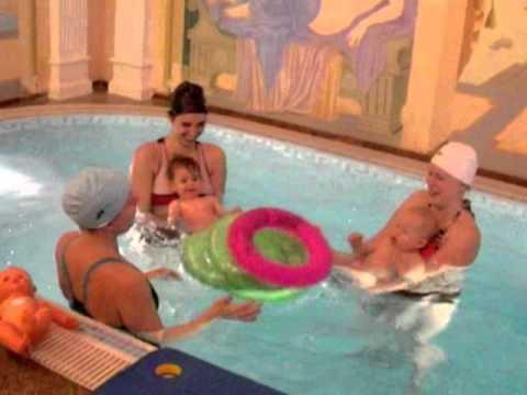 Plavání v baby clubu Modrý tygřík - YouTube a7764535c2