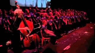 Oliver TWIST fait chanter les collégiens nivernais ! (13'16) - Video N° 1