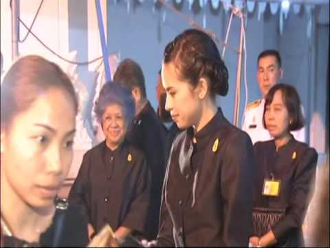 Princess Ubolratana's youngest daughter distributes black shirts to mourners