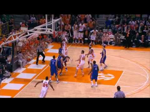 The Tennessee Volunteers defeat #1 Kansas 76-68