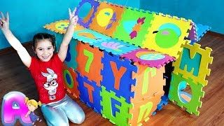 Anna pretend play and build colored Playhouse