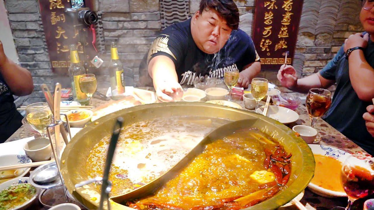 请朋友吃小龙坎火锅,猴哥豪点一整本菜单,大伙儿敞开肚皮吃过瘾!【胖猴仔】