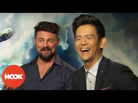 Karl Urban & John Cho On Transporting To Five Guys & Universal MisTranslators  FULL