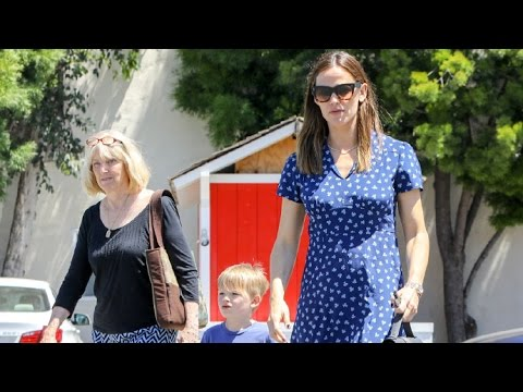 Jennifer Garner Takes The Kids To Church With Her Mom And Ben Affleck's Mother