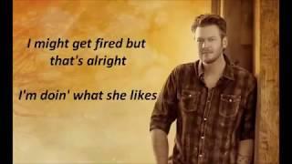blake shelton doin what she likes lyrics