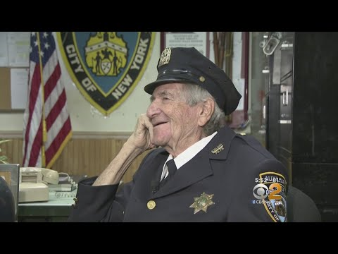 92-Year-Old Man Volunteers With NYPD