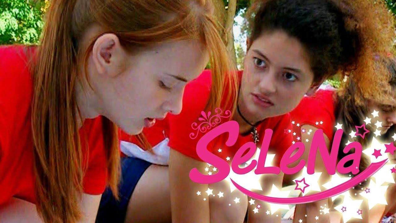 Kıvılcım Selinle Yarışırken Hile Yapıyor Selena Yardıma Yetişiyor