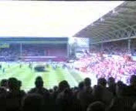 Welsh National Anthem in Wrecsam Stadium