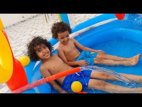أحلى لعب بالماء في المسبح مع آسر وسامر Youtube