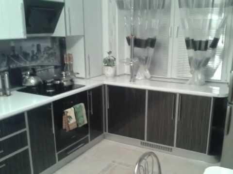 угловая кухня черное и белое