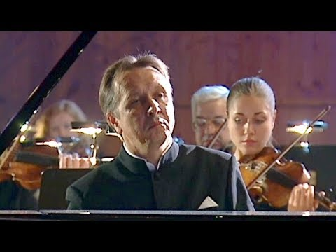 Mikhail Pletnev Plays Beethoven - Piano Concerto No. 1 (Moscow, 2006)