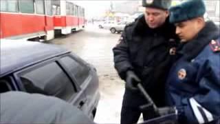 В Саратове у водителя тонированного авто иъяли резиновую дубинку