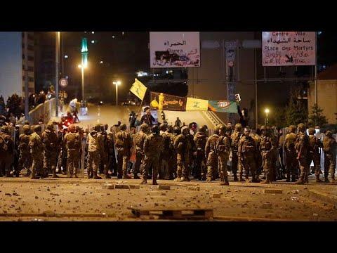 شاهد: عندما -تنفلت أعصاب- عناصر حزب الله وأمل.. اشتباكات مع المتظاهرين وقوى الأمن…  - 20:58-2019 / 12 / 14