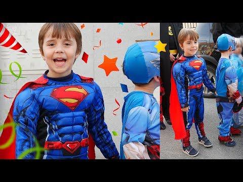 FESTA DE CARNAVAL NA ESCOLA DO MARCOS!! Fantasia do Superman