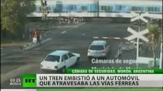 Un choque de coche y tren en Argentina