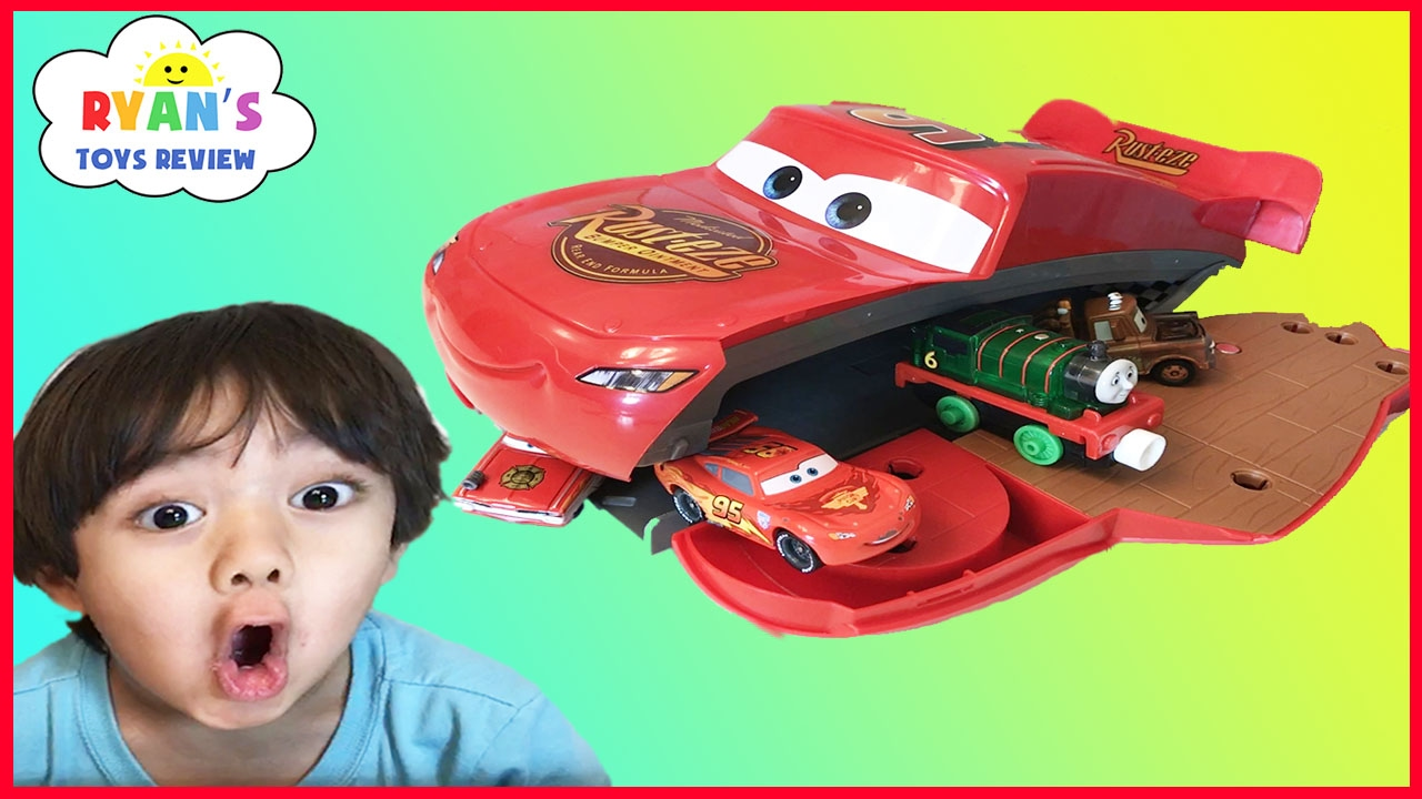 Disney pixar cars toys lightning mcqueen transformers for Bureau cars toys r us
