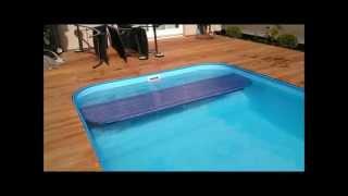 Podhladinové lamelove zakryti svařovaného bazénu