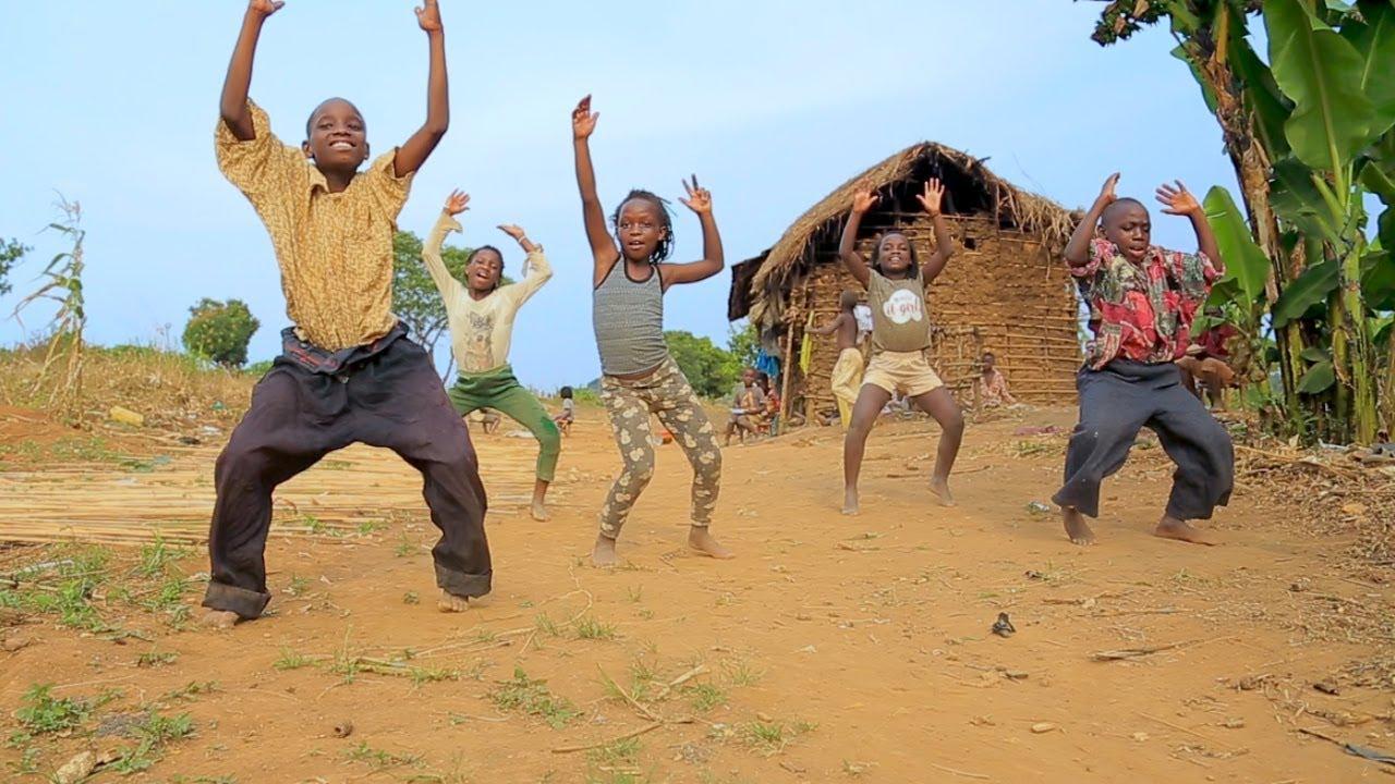 Masaka Kids Africana Dancing Serebu By Eddy Kenzo - YouTube