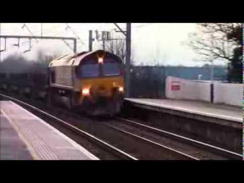 66113 Thrashes through Prestonpans with 6E30 12.3.14