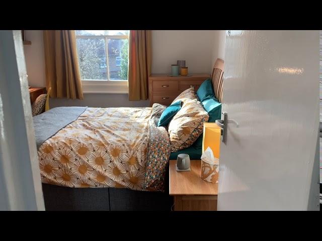 Luxuriously renovated friendly house seeking..   Main Photo