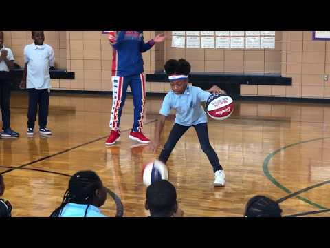 9-year old girl shows off AMAZING SKILLS during Globetrotters school visit