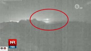 Impresionante video muestra meteorito pasando por el volcán Turrialba en plena erupción