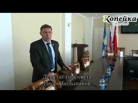 На фото На вопрос о вырубке аллеи Победы у чиновника случилась истерика изображение