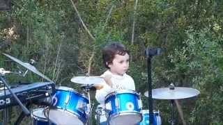 Juan Salvador tocando Pink Floyd en su cumpleaños.
