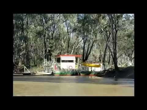The Speewa cable Ferry in operation on the Murray River (July 2014)