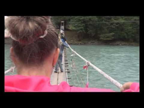 Фотообои веревочный мост в интерьере фото