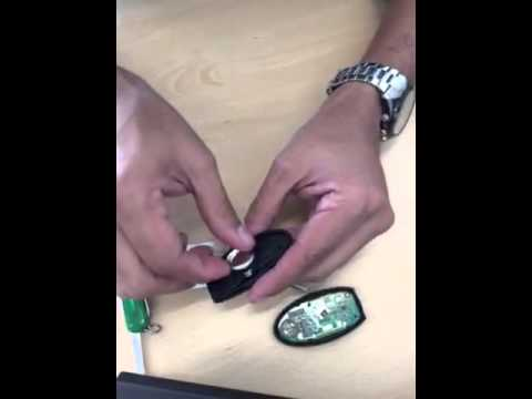Jeep Key Fob Battery >> Cambiar bateria de llave inteligente - YouTube