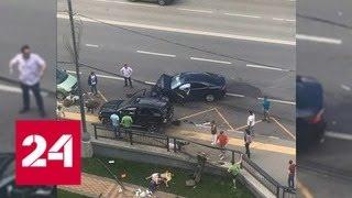Смотреть видео BMW сбил трех пешеходов на тротуаре в Новой Москве - Россия 24 онлайн