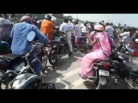 stone pelting on DM-SP in saran RJD protest