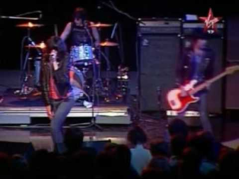 The Ramones - I Wanna Be Sedated (live)