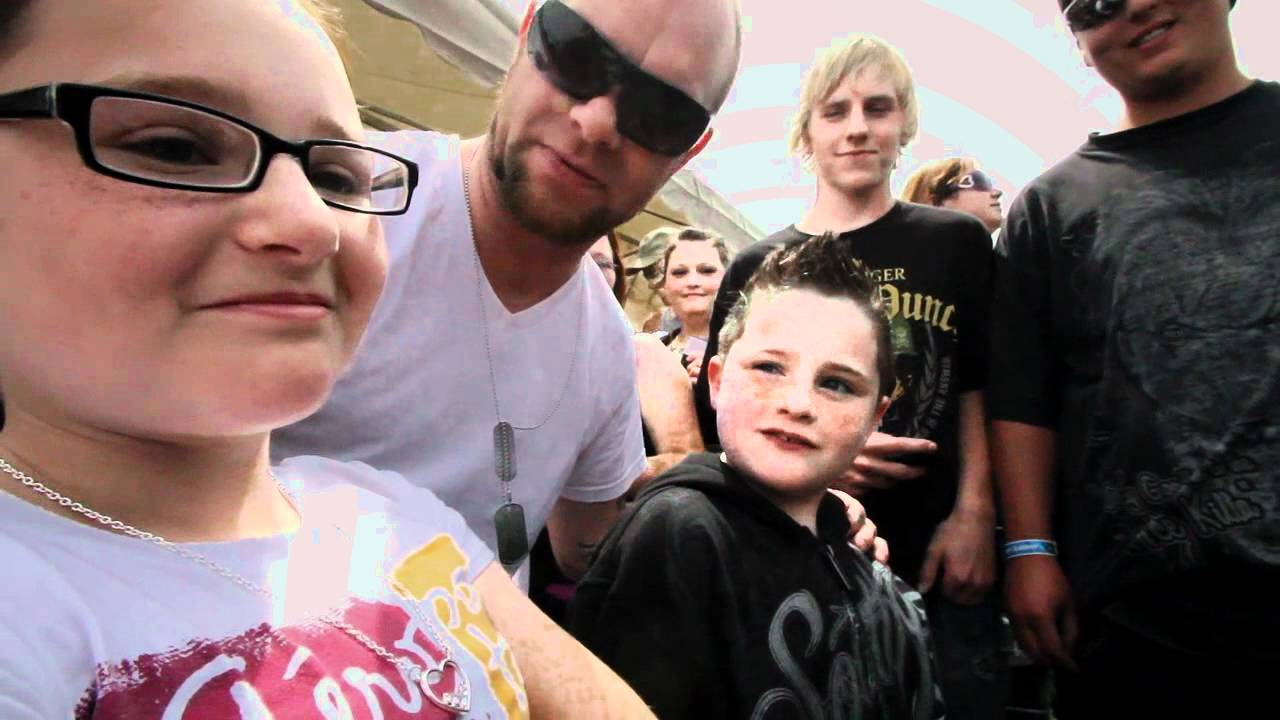 Five Finger Death Punch - Ivan Moody talks about the fans ...