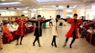 Буряты танцуют лезгинку!!!