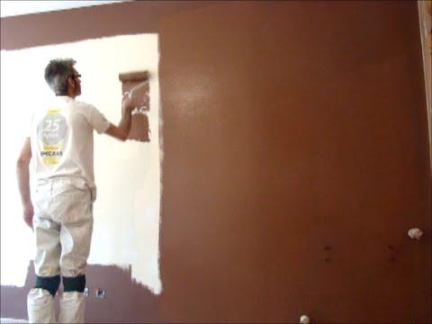 Como pintar paredes en plastico beige y esmalte marron for Pintura beige claro