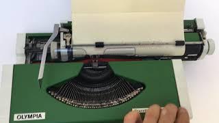 Olympia Traveller de Luxe - Green Portable Typewriter - Vidalandyou