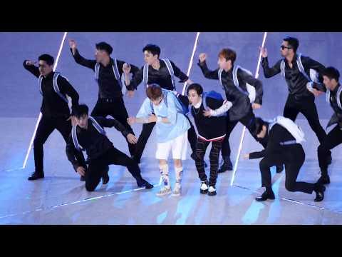 170708 시우민 Xiumin  x 마크 Mark - Young & Free _ SMTOWN LIVE CONCERT 상암월드컵경기장