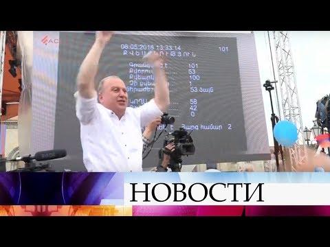 Владимир Путин поздравил Никола Пашиняна с вступлением в должность главы правительства Армении.
